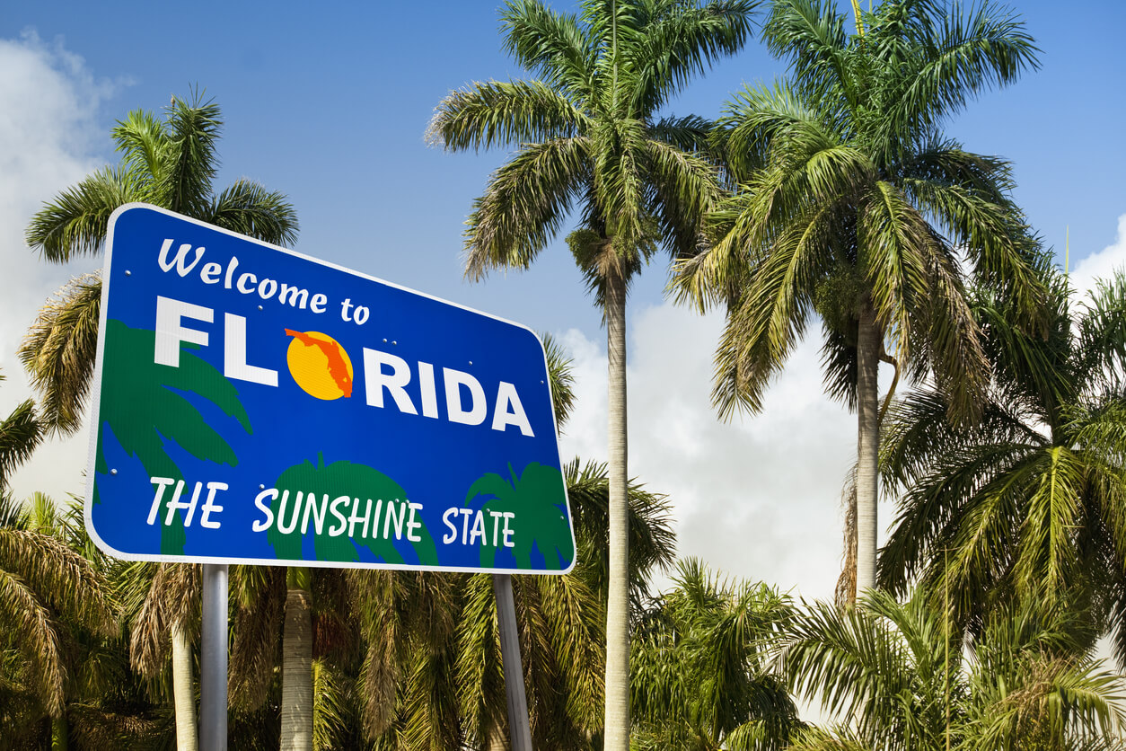 Welcome to Florida sign surrounded by palm trees